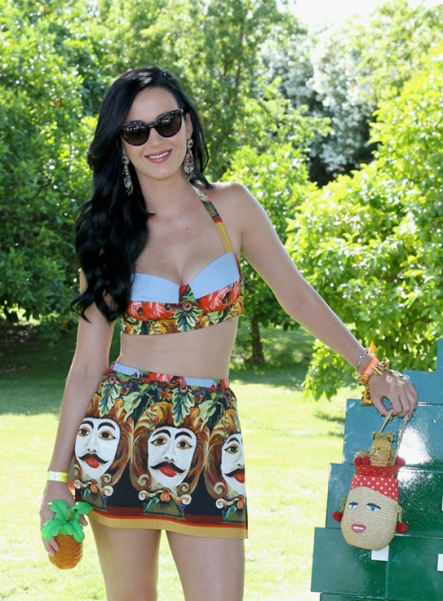 Katie-Perrys-Lacoste-Lve-Coachella-Pool-Party-Dolce-Gabbana-Spring-2013-Printed-Bustier-Top-and-Skirt-katy-perry-rita-ora-lacoste-live-pool-party-at-coachella-02