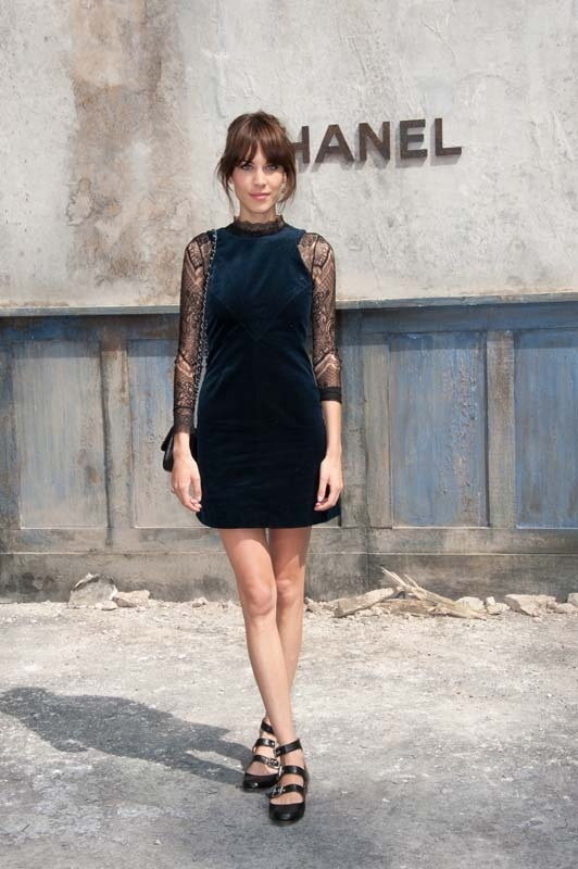 Alexa-Chung-au-defile-Chanel-haute-couture-automne-hiver-2013-2014-au-Grand-Palais-a-Paris-le-2-juillet-2013_portrait_w858