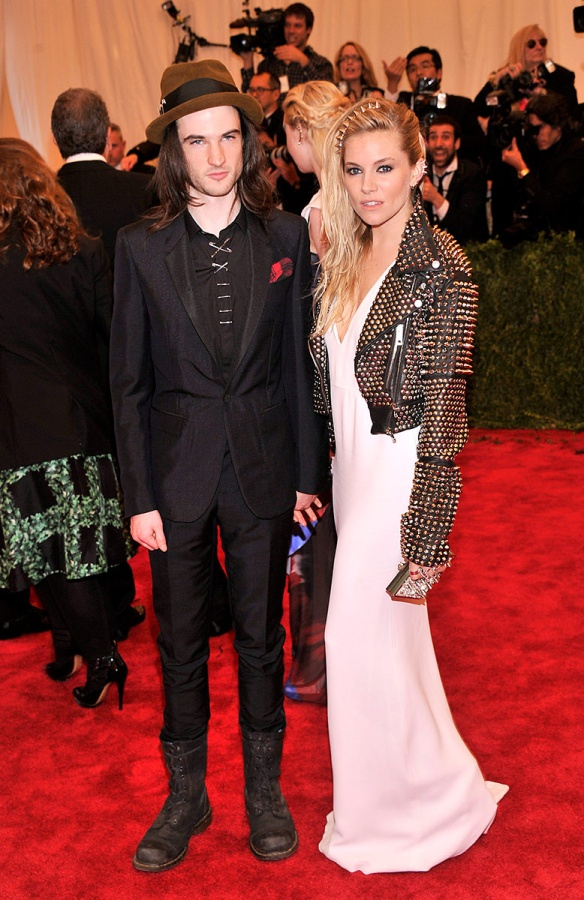 met_gala_alfombra_roja_punk_chaos_to_couture_429346492_778x